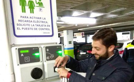 El aparcamiento de San Vicente instala un punto de recarga público para vehículos eléctricos