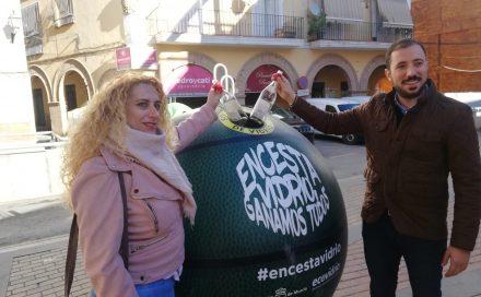 Llegan a Lorca los contenedores de la campaña 'Encesta vidrio, ganamos todos' para fomentar el reciclaje a través del deporte